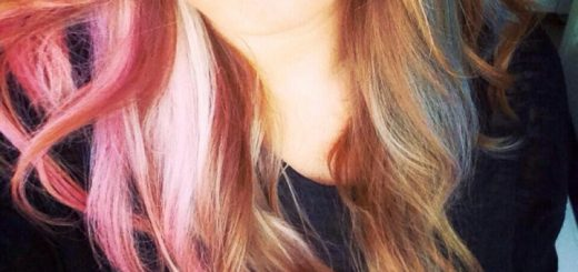 Ashley Dingess (@ashleyhollabakk) models the hair chalk trend